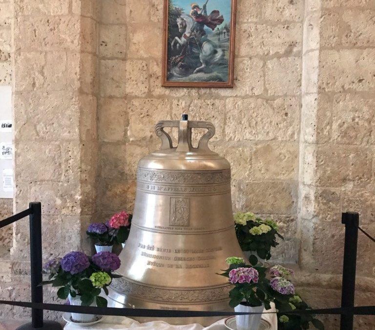Eglise Saint-Georges-d'Oléron : une nouvelle cloche sonne à Pâques. 100% fret à la manœuvre !